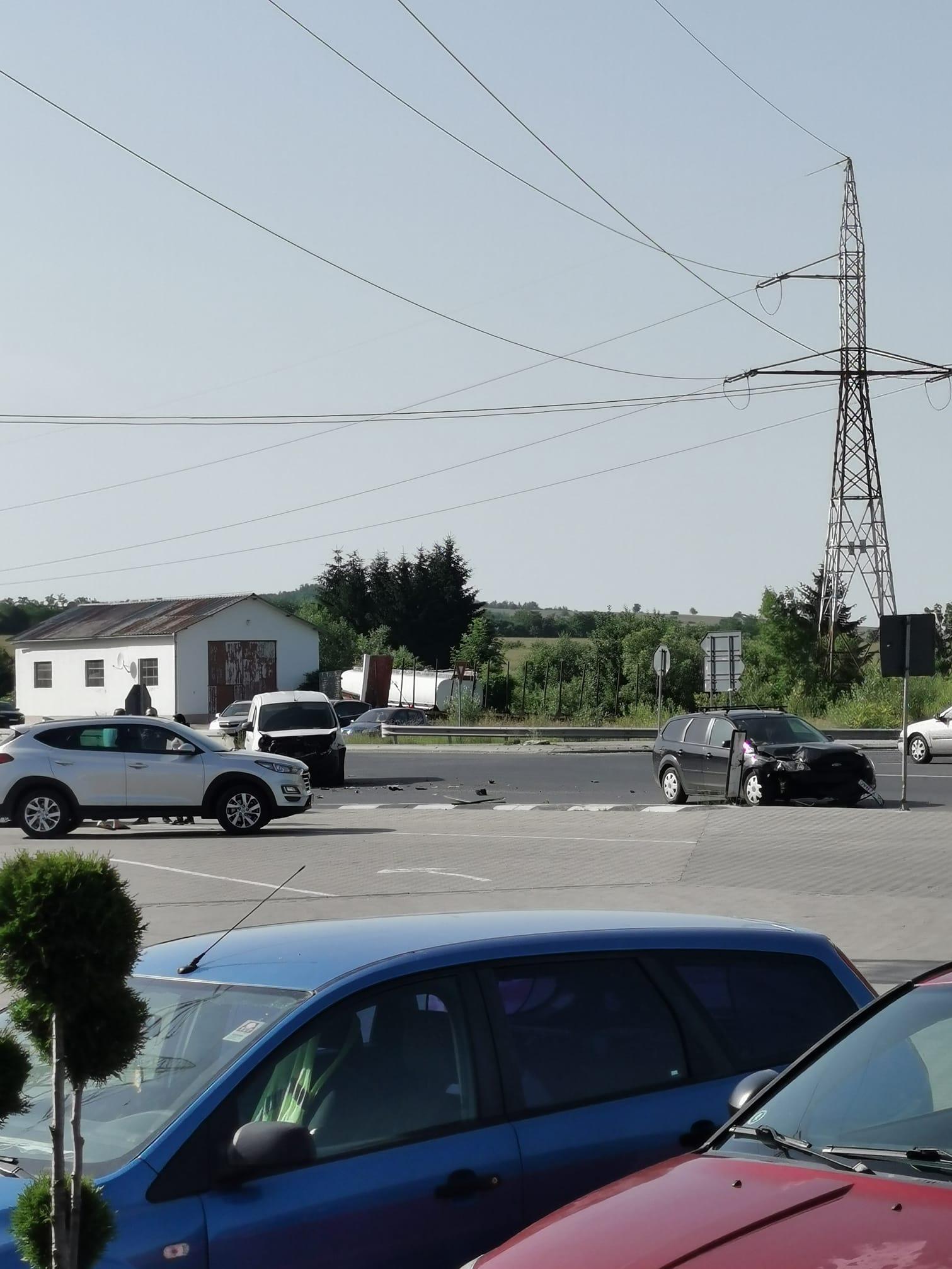 Accident la coborârea de pe A1, la Săliște. Un șofer nu a acordat prioritate