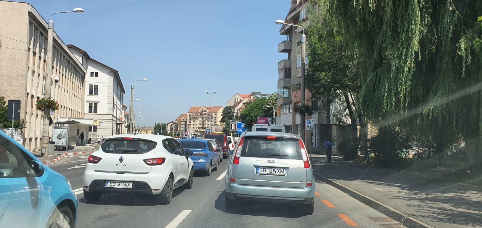 Trafic îngreunat pe strada Constituției din cauza lucrărilor. Primăria: Avizul este până în 30 iunie