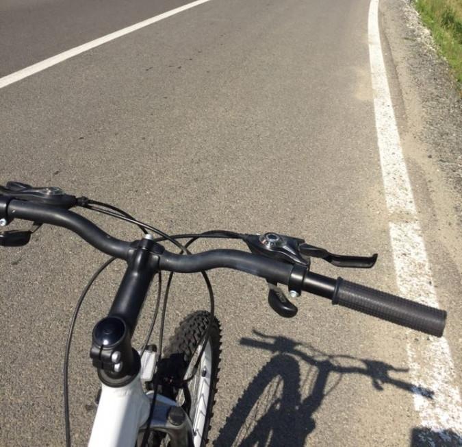 Un jandarm aflat în timpul liber a ajutat un copil rănit cu bicicleta