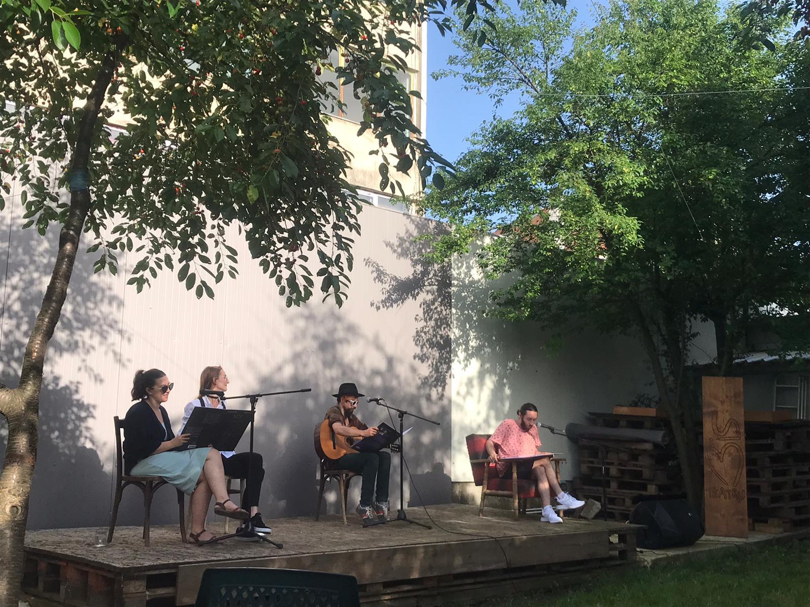 Triplă lansare de carte la Sibiu. Scriitori și actori și-au dat întâlnire cu publicul în Grădina Bis
