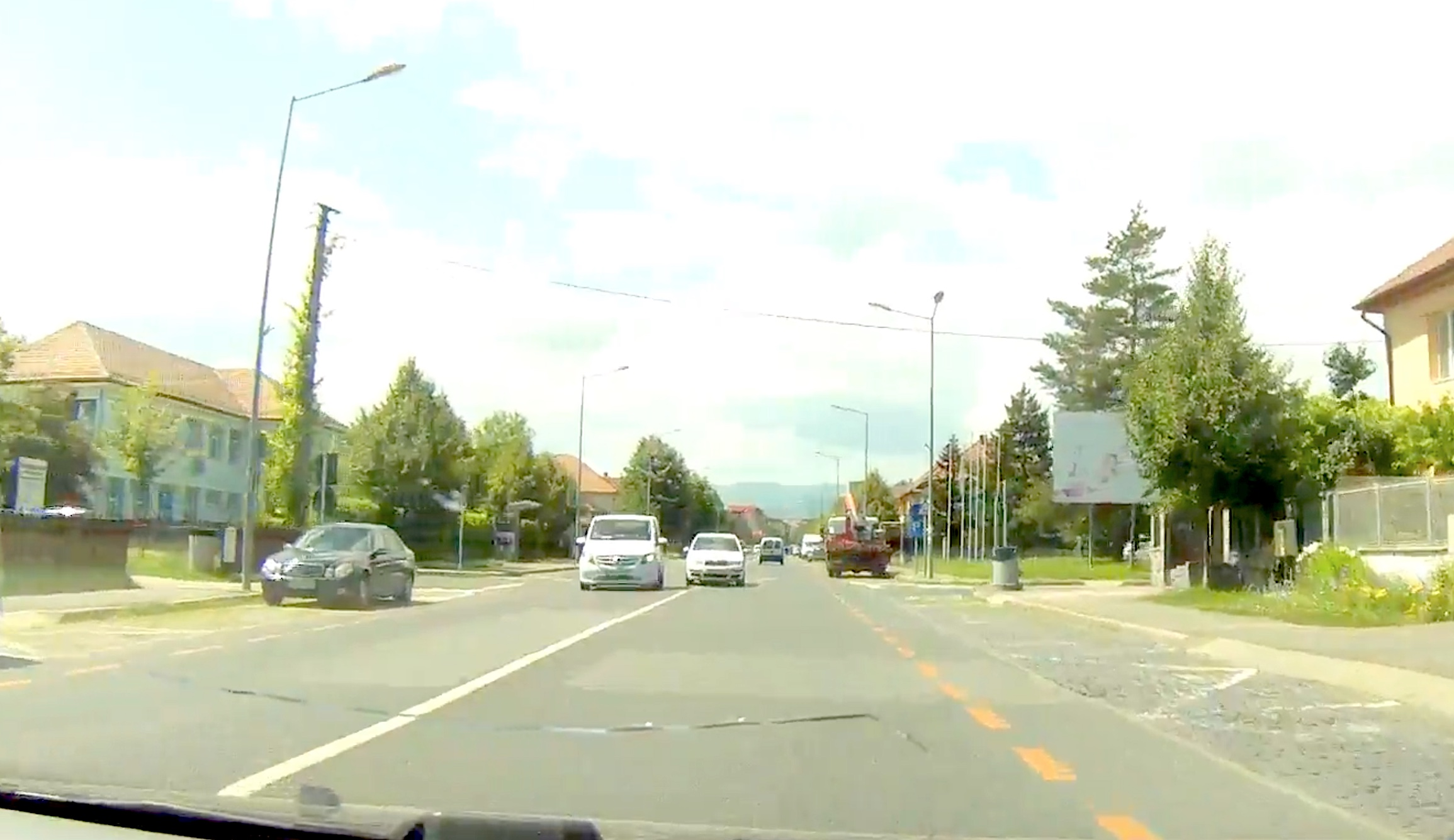 VIDEO Mașina mea, drumul meu, regulile mele! Cum poți fi lovit cu mașina în Sibiu
