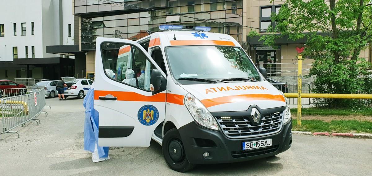 Pieton lovit de mașină, la Mediaș, după ce a traversat fără să se asigure