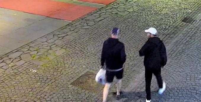 Doi tineri au mâzgălit un zid din centrul istoric. Primăria face apel la sibieni să-i identifice