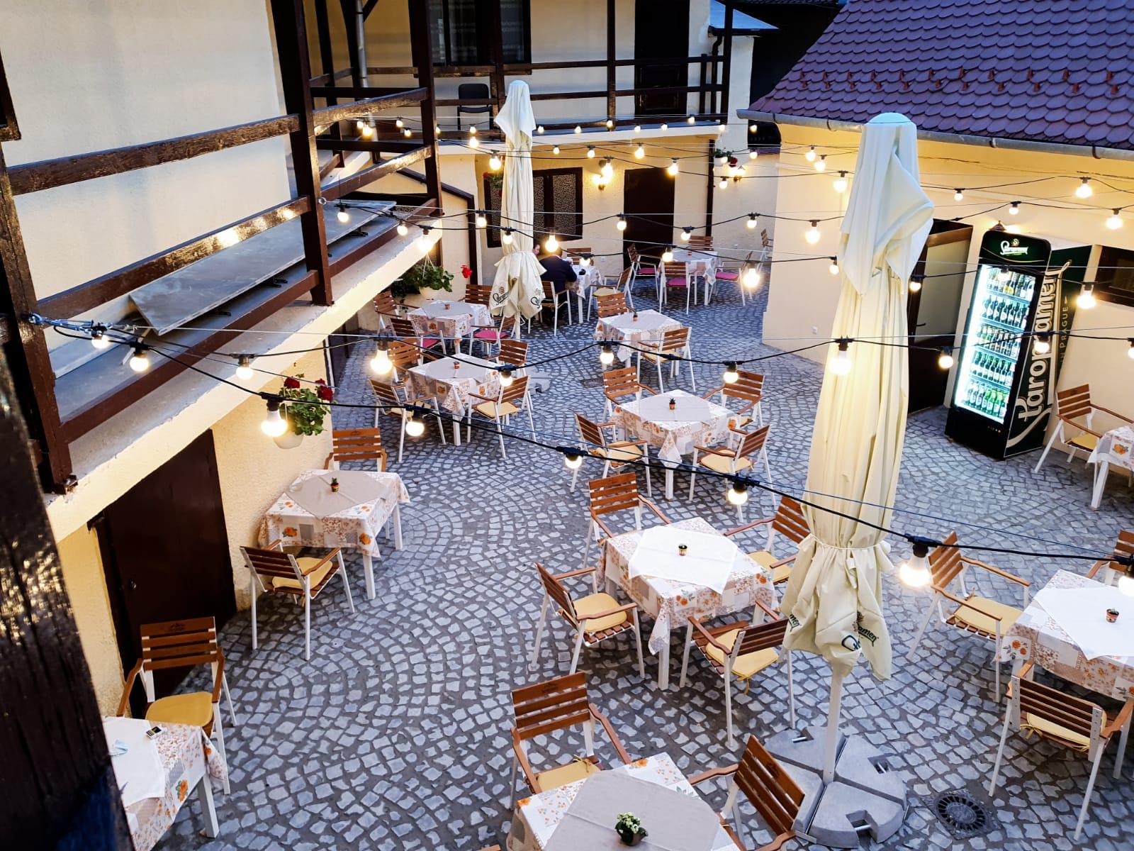 Vara vine cu surprize la Old Lisbon. Preparatele portugheze pot fi savurate de acum și pe terasa restaurantului
