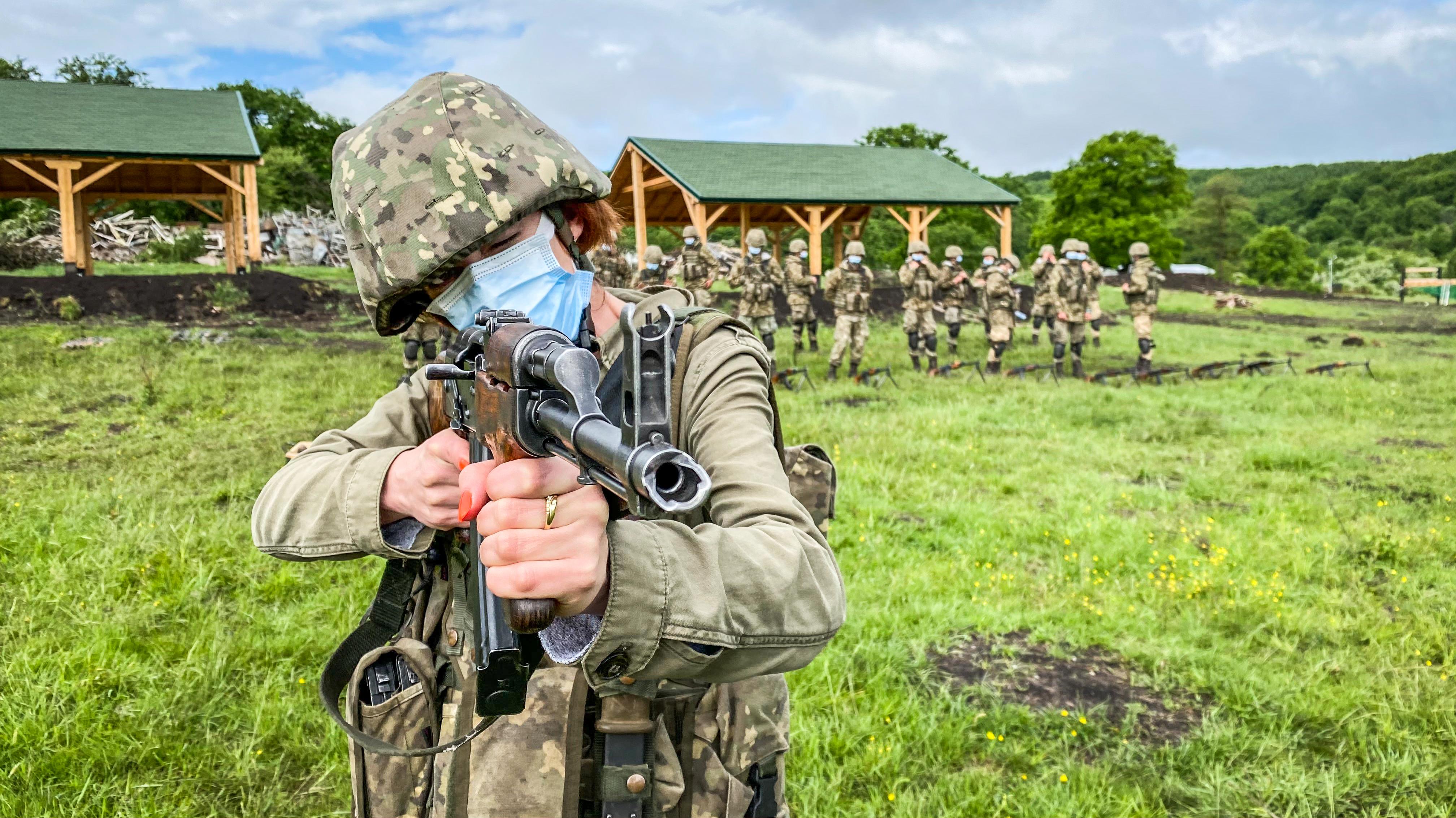 FOTO/VIDEO: Recrut la 50 de kilograme. Antrenament militar alături de studenții din anul I AFT