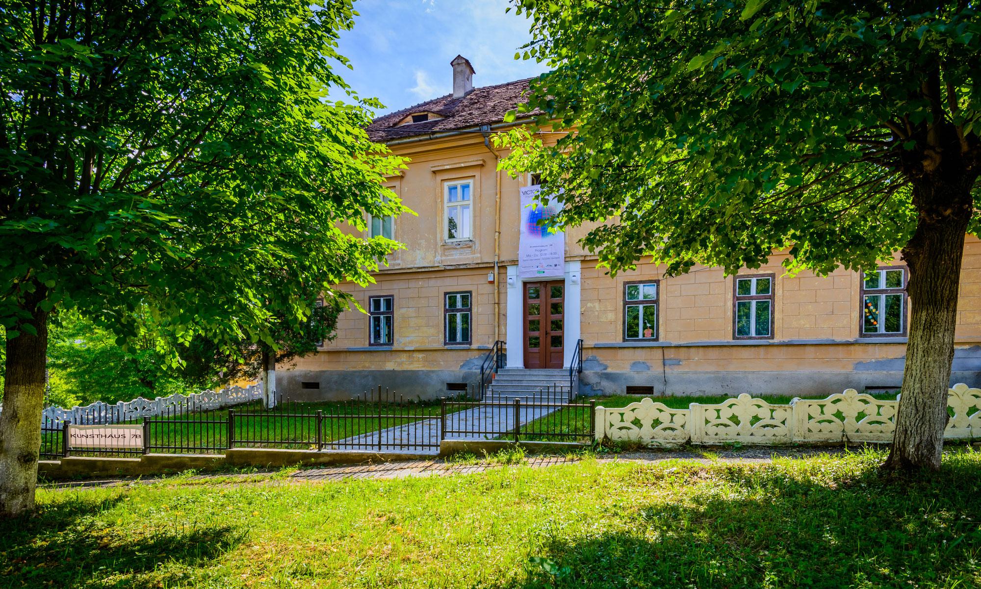 Prinți și prințese din șase țări vin la Cisnădioara. Nepoata ultimului împărat al Austriei organizează un eveniment în premieră