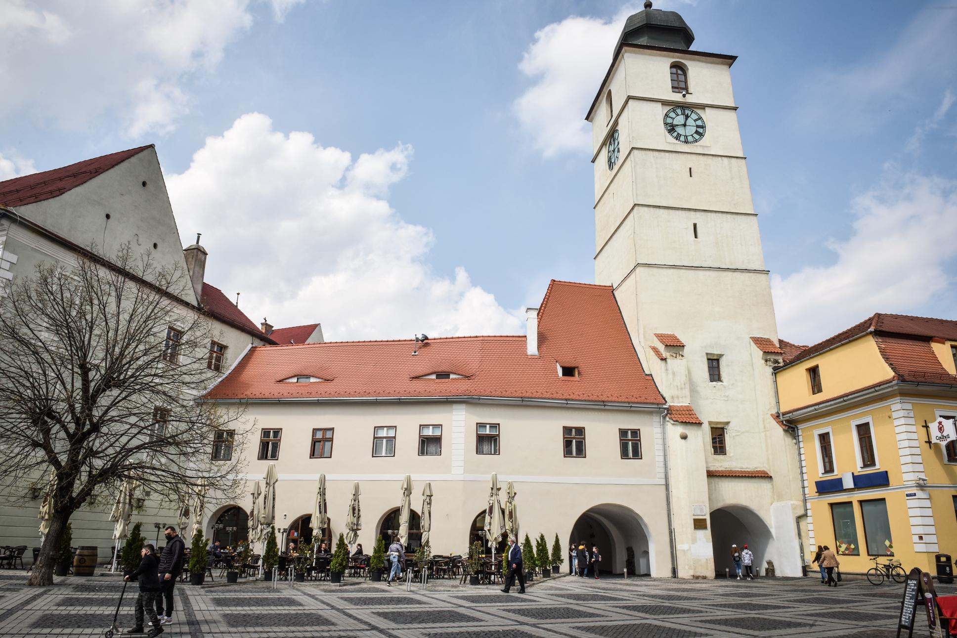 Doar două localități mai au peste 10 cazuri active: Sibiu - 51 și Cisnădia -14. Incidența scade și în județ și în municipiul Sibiu