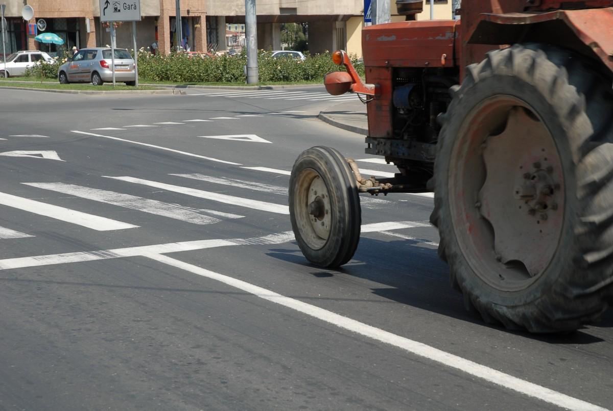 Copil de 11 ani prins cu tractorul la plimbare prin Cisnădie