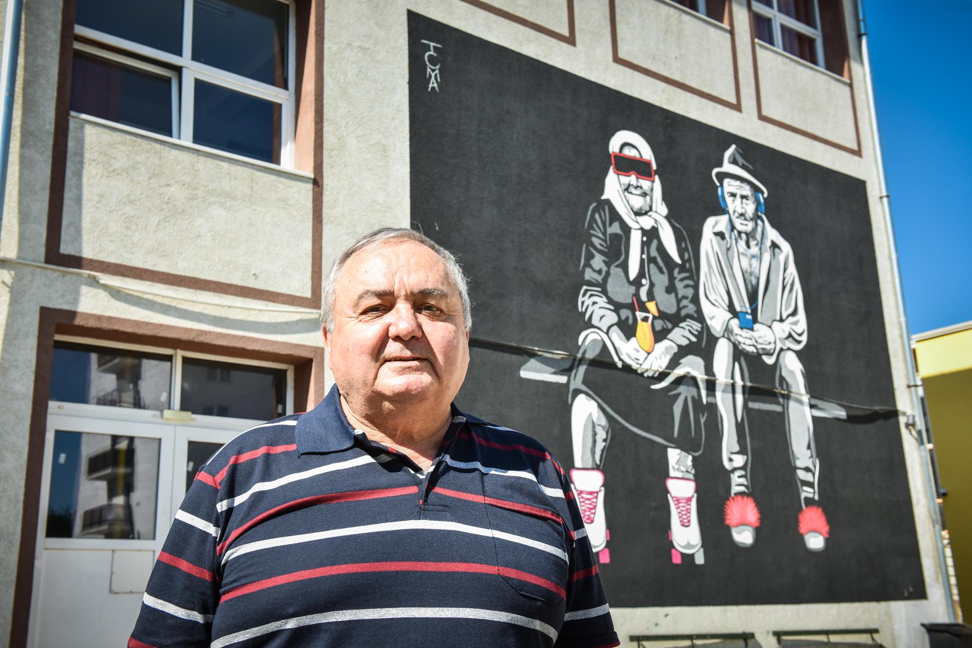 """Cornel Țichindelean, directorul Școlii 18, s-a pensionat după 43 de ani de carieră: """"Învățământul actual este extraordinar, dar ne încurcă copiii"""""""
