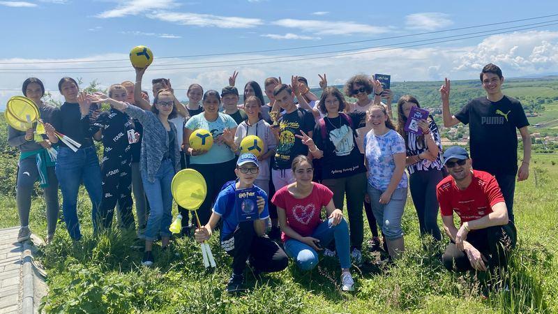 Proiectele Maratonului: Asociația Cavalerii Turnului Înclinat din Ruși aleargă pentru ca tinerii din Slimnic să învețe limba engleză