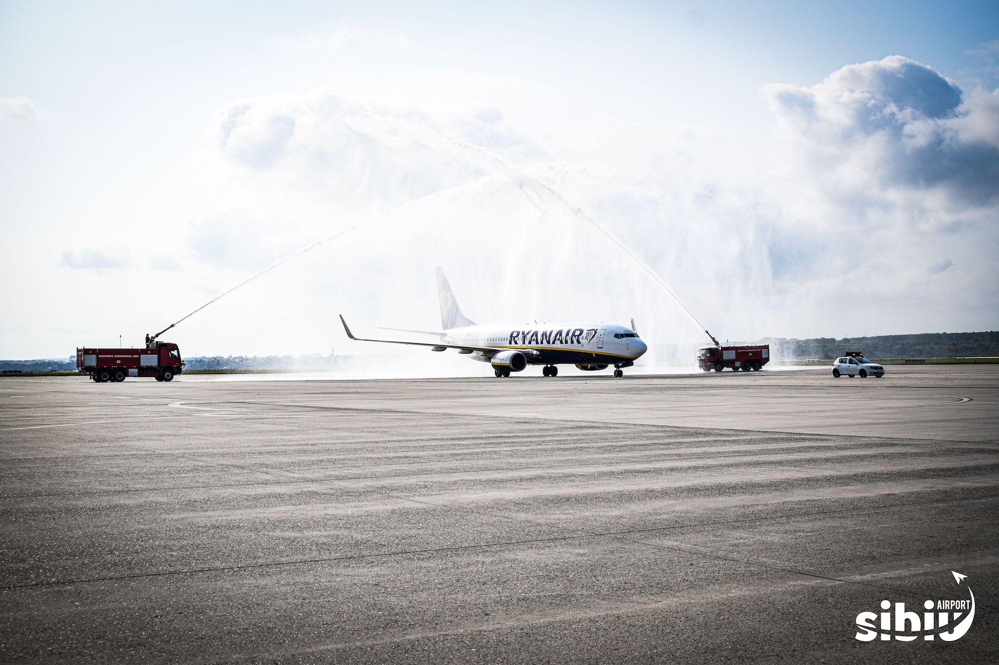 "FOTO Primul avion care a aterizat la Sibiu de la Bologna și-a primit vineri ""botezul"""