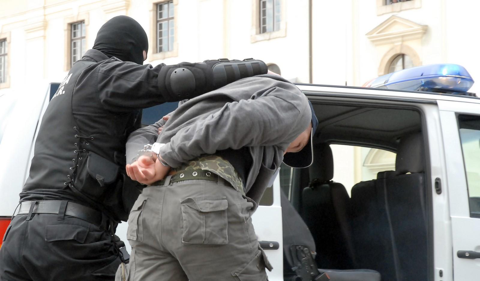 Sibianul care l-a înjunghiat de mai multe ori pe angajatul unei benzinării a fost reținut