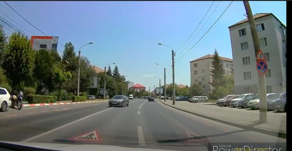 Filmările weekendului la Sibiu - Accidente evitate la limită de șoferi care depășesc pe linie continuă