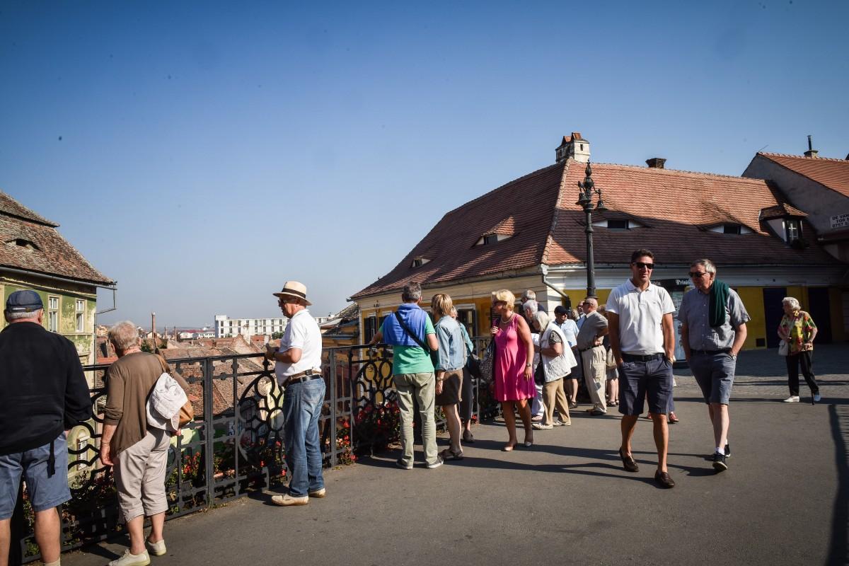 Institutul Național de Statistică: Sibiul a fost depășit de județe precum Suceava sau Vâlcea la numărul de turiști, în primele cinci luni