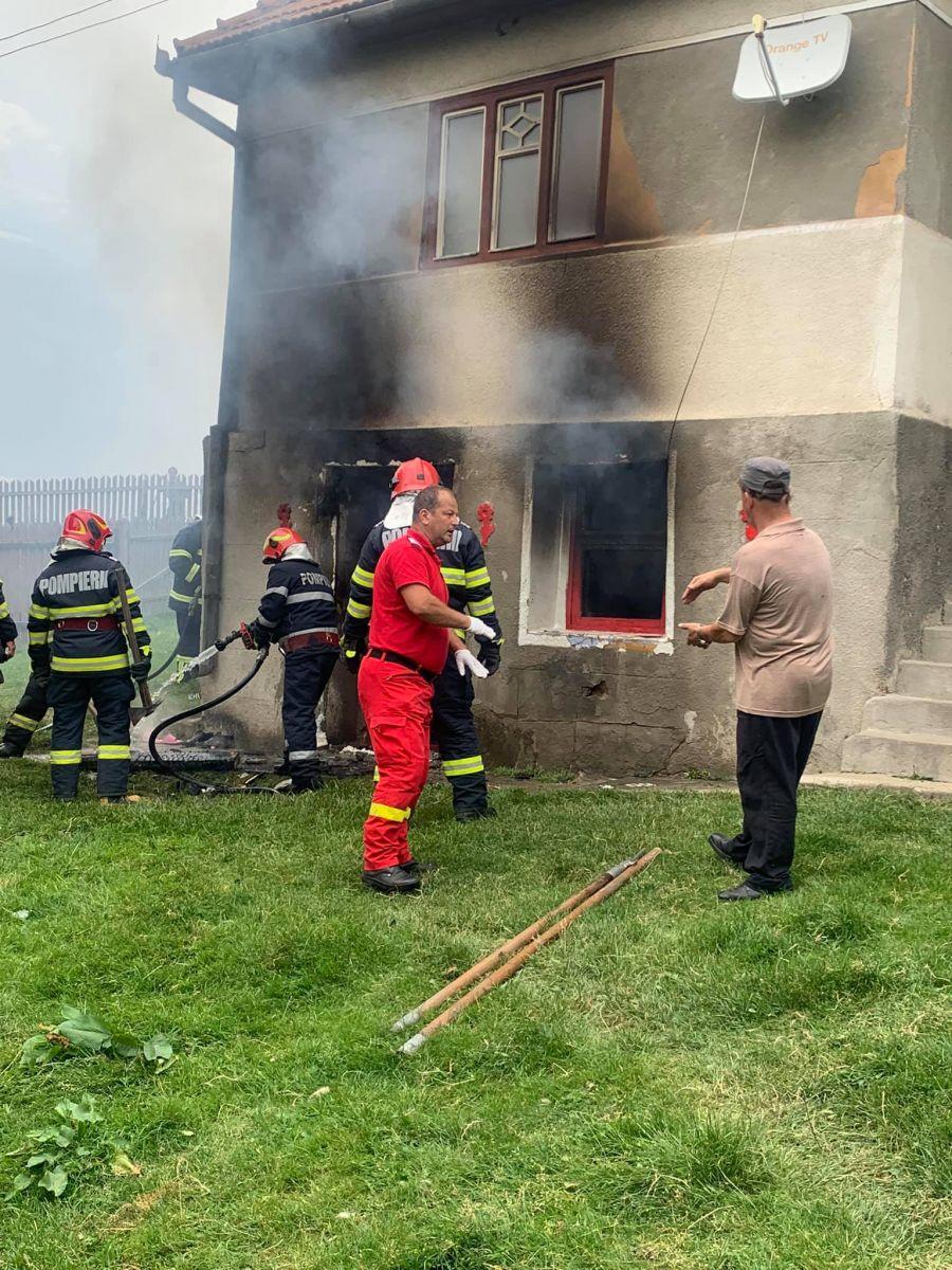 Mesaje de încurajare pentru copilul care a încercat să îşi salveze bunicii dintr-un incendiu, în Harghita. Prefectura Sibiu: Când te vei însănătoşi, te aşteptăm să vizitezi Sibiul!