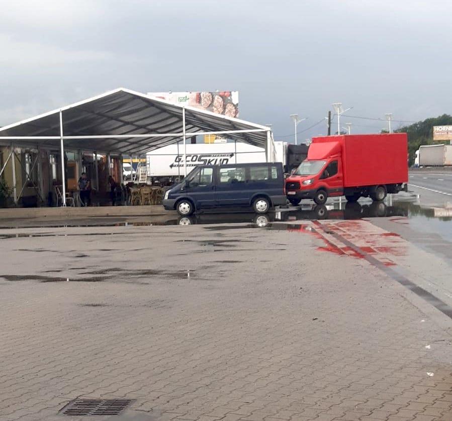 ACTUALIZARE Președintele USR PLUS Râmnicu Vâlcea construiește o sală fără autorizație în giratoriul de la Veștem