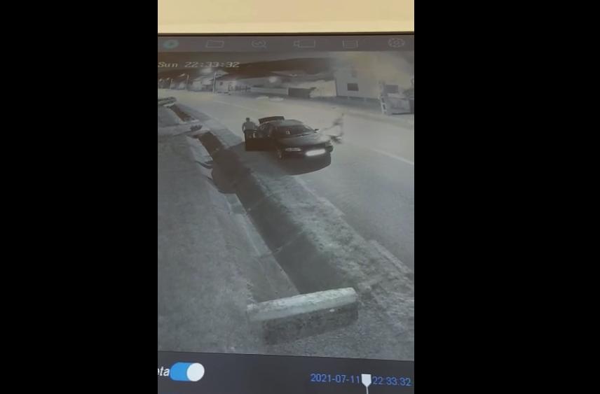 Primăria Cârța caută proprietarul unei mașini înmatriculată în Vâlcea, cu care s-au furat jardiniere de pe marginea drumului