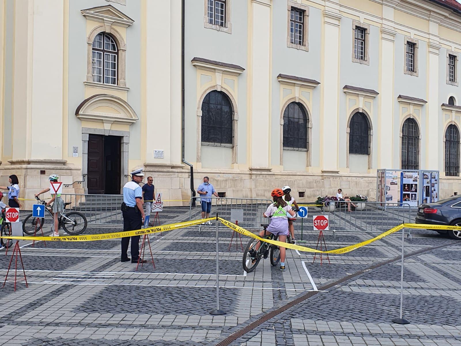 Bikeschool - Primul examen de conducere care se desfășoară în Piața Mare și se încheie cu o înghețată