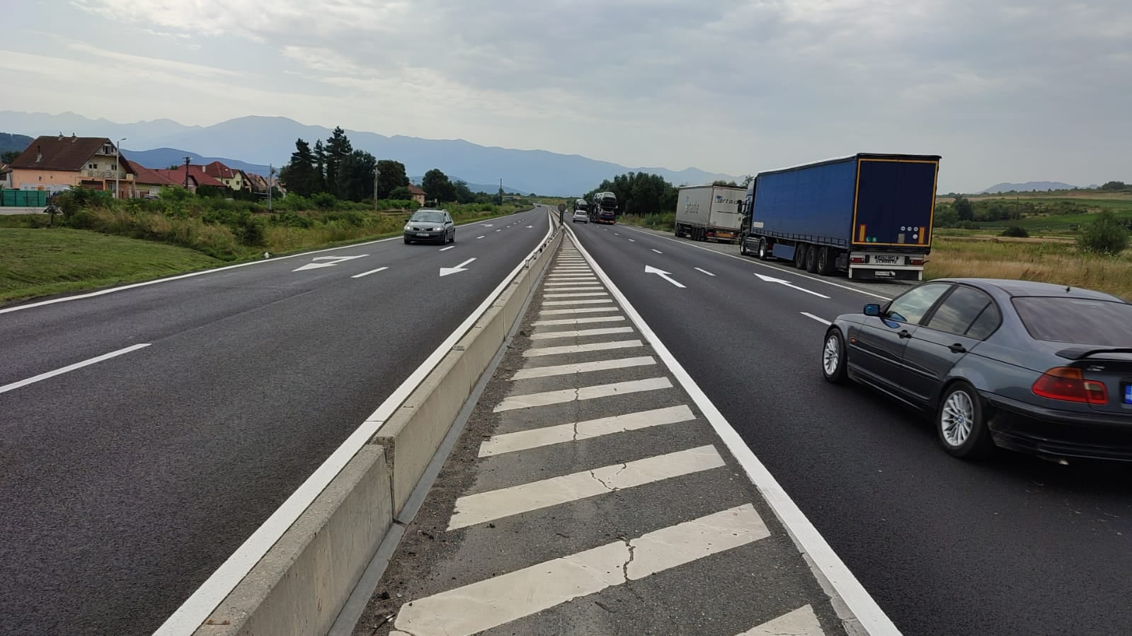 FOTO - Direcția de Drumuri a finalizat asfaltarea și marcajele între Sibiu și Veștem: 15 km nou nouți