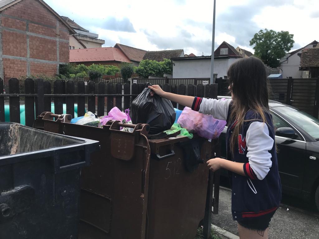 """Cum colectează sibienii deșeurile biodegradabile: """"Avem un trend încurajator, mai ales în zonele de case. Problemele majore sunt la blocuri"""""""