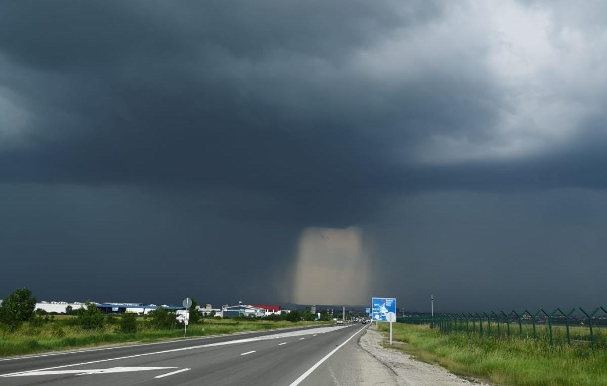 Cod portocaliu de furtună în patru localități din județul Sibiu
