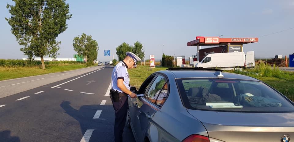 VIDEO - Controale în trafic, în intersecția în care săptămâna trecută și-au pierdut viața patru persoane. Au fost date aproape 100 de amenzi