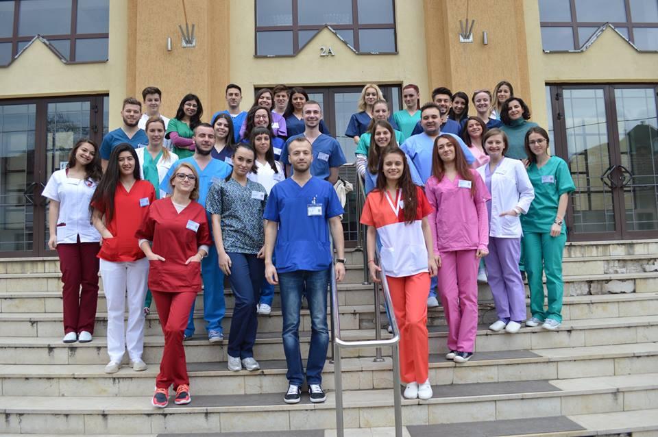 Tânăr aflat de 7 ani într-o casă de tip familial, admis cu 9,30 la Medicină, în Sibiu