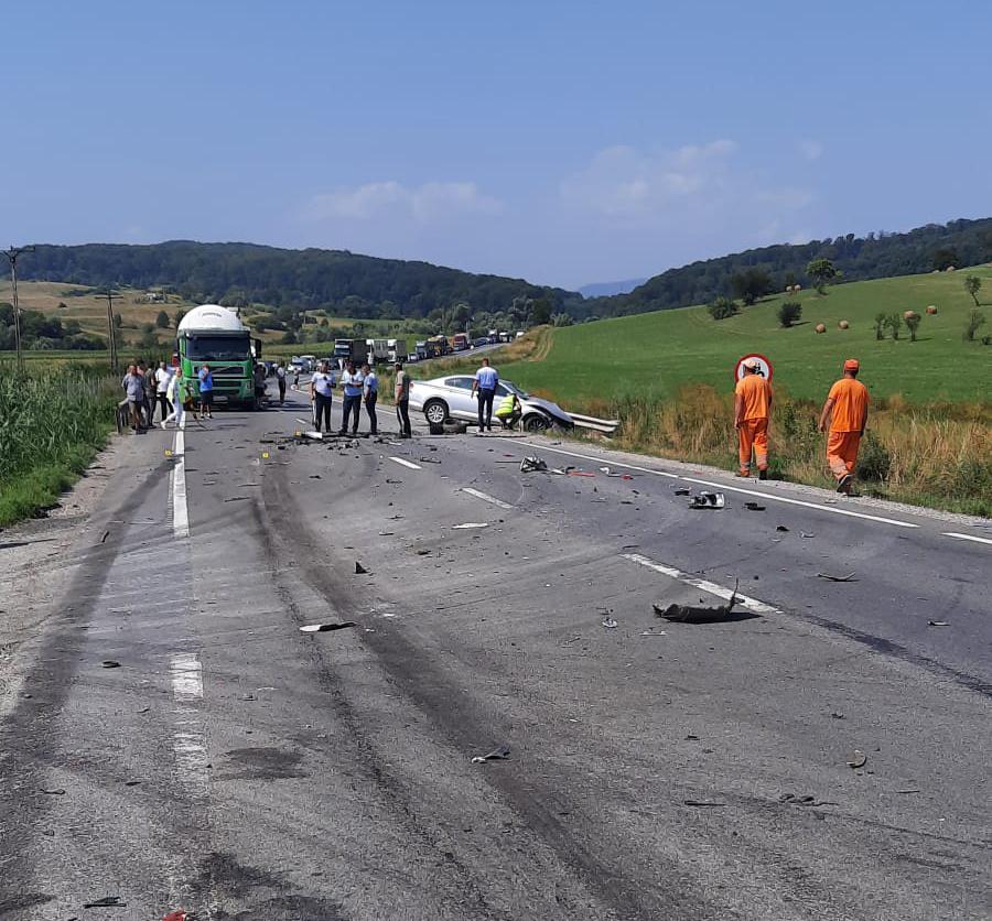 ACTUALIZARE FOTO Șoferul rănit în accidentul grav de pe DN 1 este cetățean străin