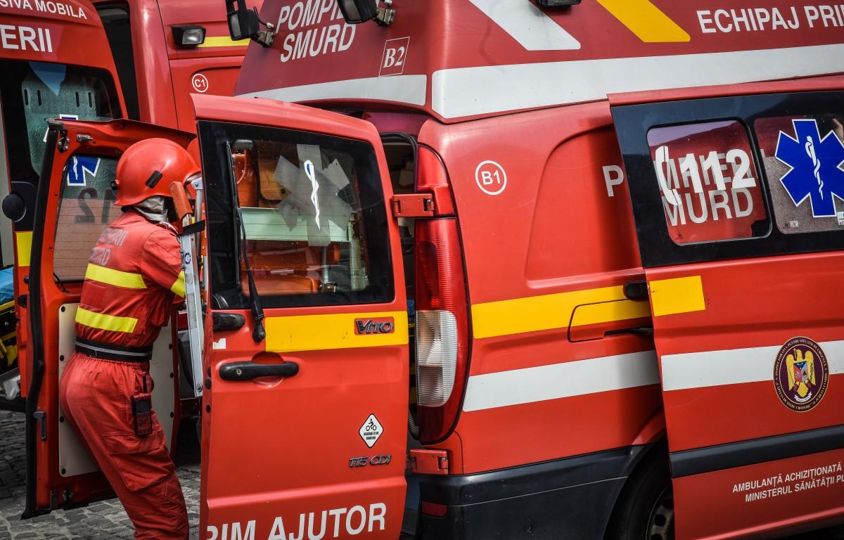 Coliziune frontală între o mașină și un autocamion, la ieșirea din Agnita. O femeie a fost rănită