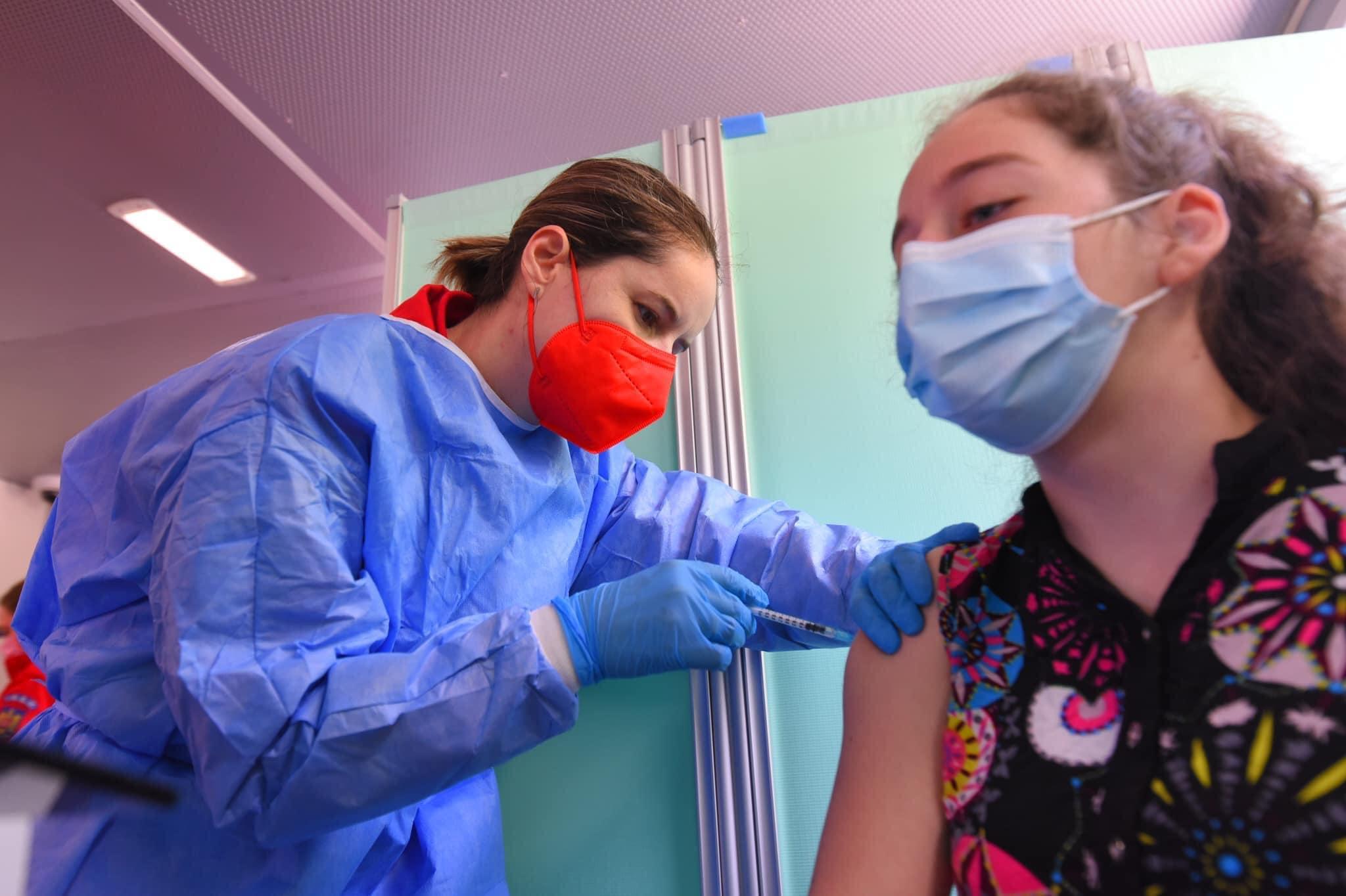 Peste 230.000 de doze de vaccin administrate în Sibiu de la debutul campaniei