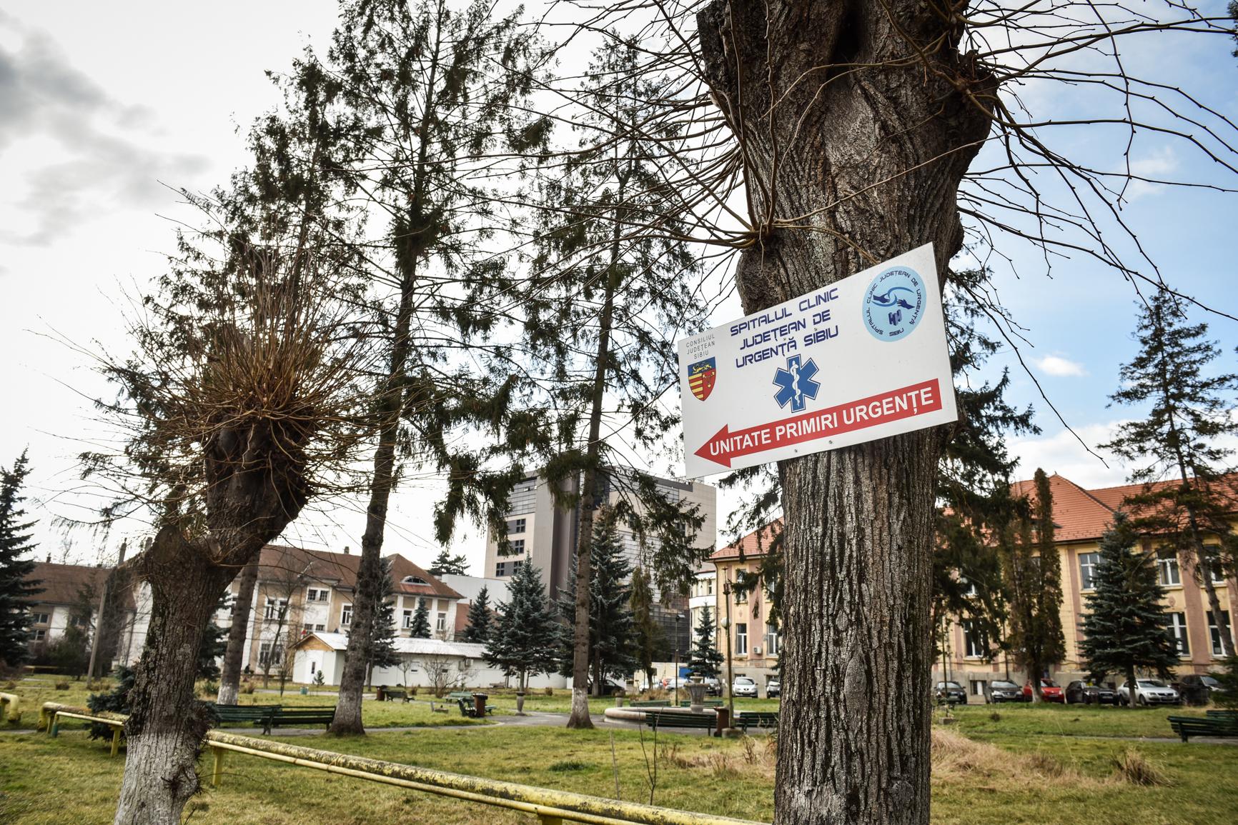 O femeie de 78 de ani se află la un pas de moarte după ce s-a înecat în piscina unui complex din Ocna Sibiului