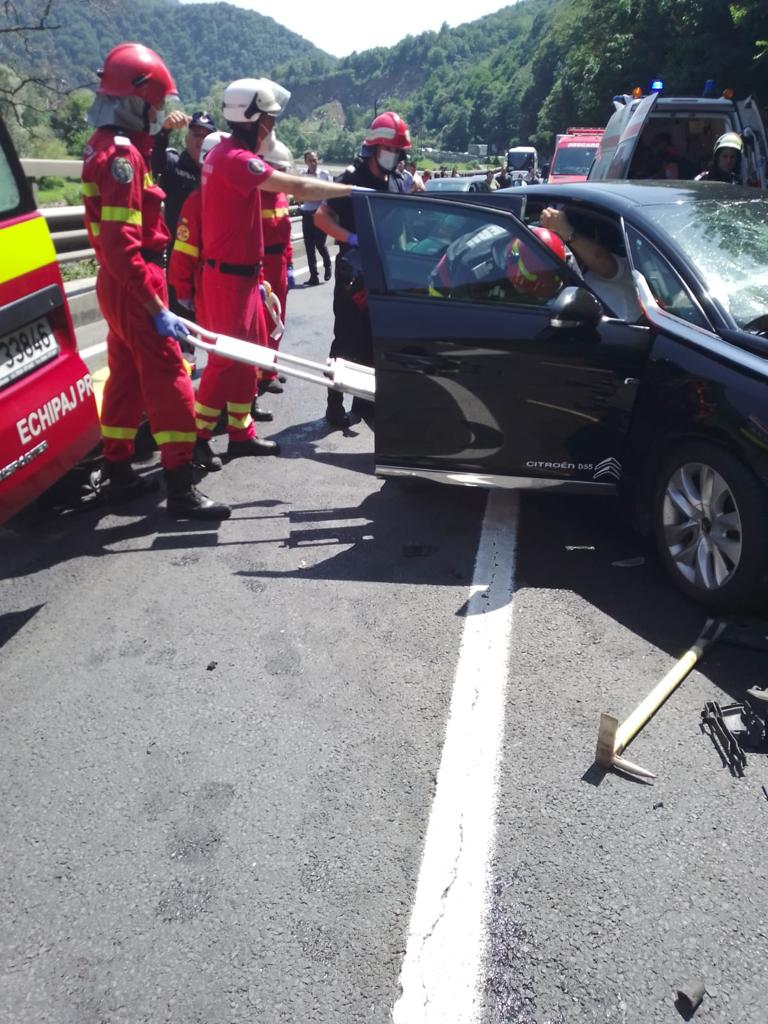Actualizare: Bilanț victime în urma accidentului de pe Valea Oltului: Opt persoane au ajuns la spital, dintre care două în stare gravă