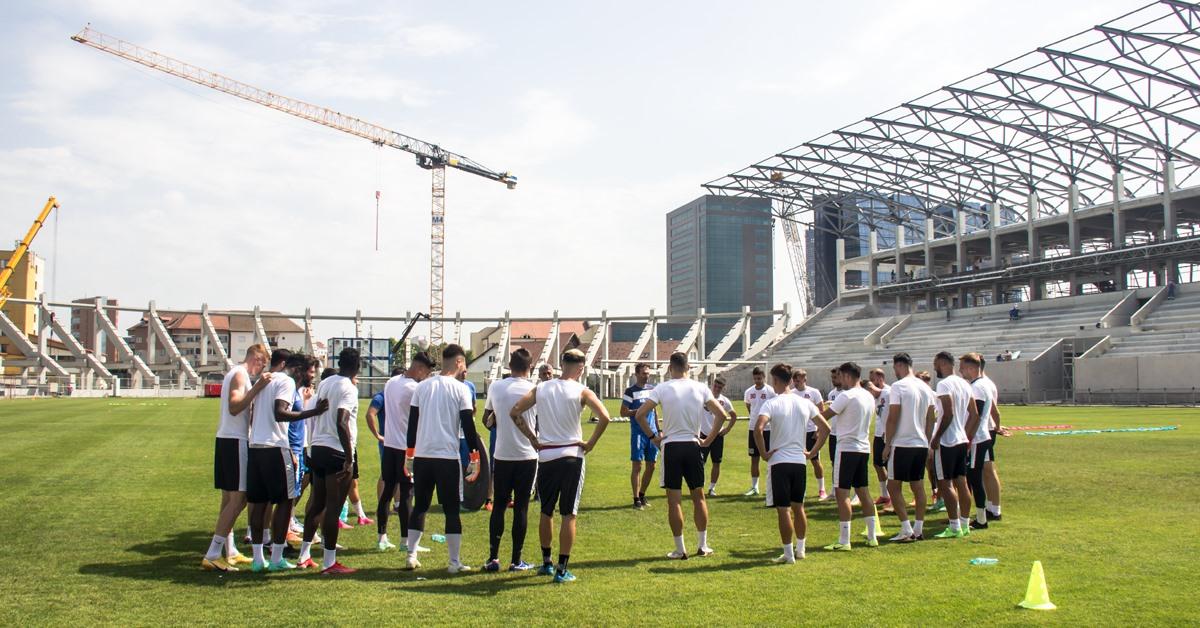 """Inter Sibiu a primit avizul să antreneze pe Stadionul Municipal. Dani Coman: """"Mi se pare o decizie aberantă. Într-o lună gazonul va fi distrus"""""""