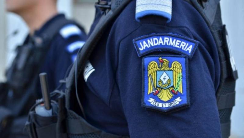 Un copil de șase ani s-a pierdut de mama sa, în Turnișor. Jandarmii l-au găsit speriat și dezorientat