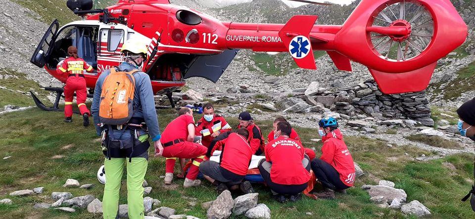 19 apeluri la Salvamont, în 24 de ore. Trei persoane au fost duse la spital, dintre care una cu elicopterul SMURD