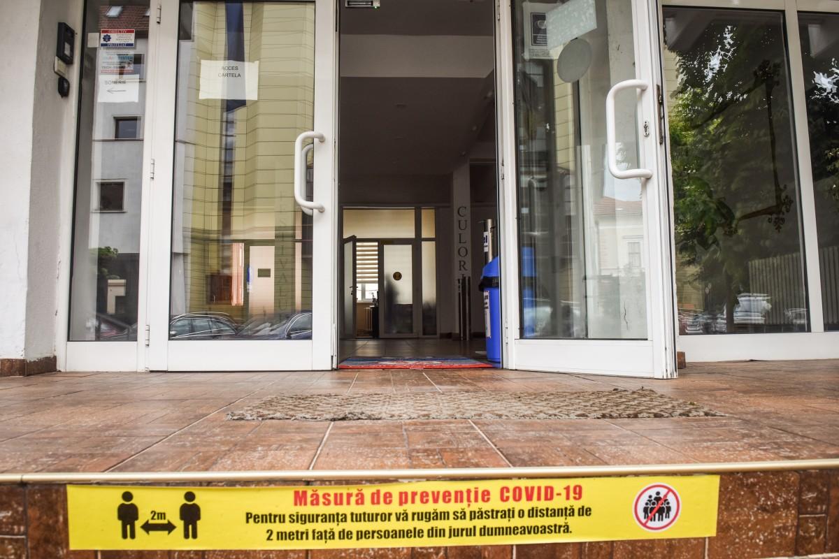 """Top școli supraaglomerate. """"Octavian Goga"""" este cea mai aglomerată școală din Sibiu. Alte patru noi unități au din acest an cursuri în două schimburi"""