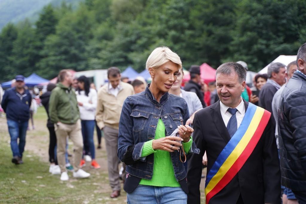 """Raluca Turcan prezentă la Festivalul Brânzei și al Țuicii: """"Veniți în Mărginimea Sibiului"""""""