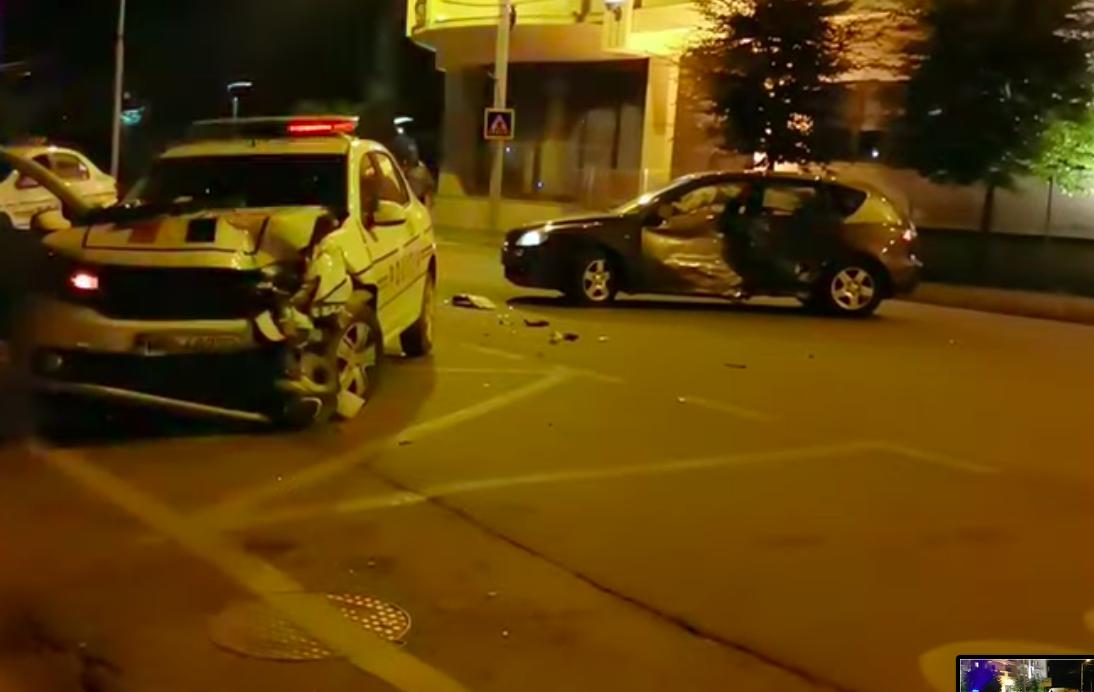 O tânără a rămas fără permis și a fost amendată cu 870 de lei după ce a lovit mașina poliției