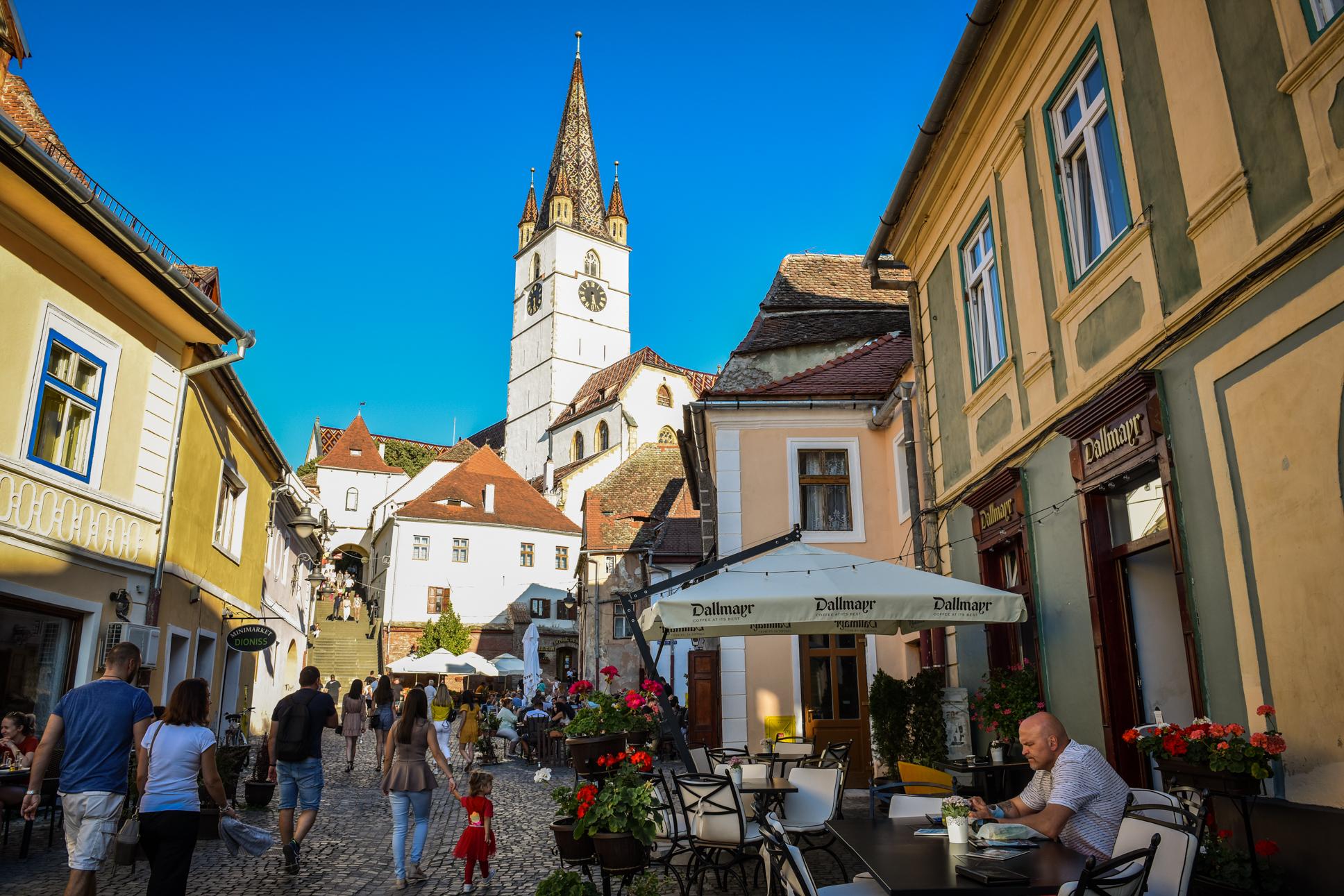 """FOTO Cea mai nouă zonă de promenadă și restaurante din Sibiu: """"S-a animat foarte frumos în ultima perioadă"""""""
