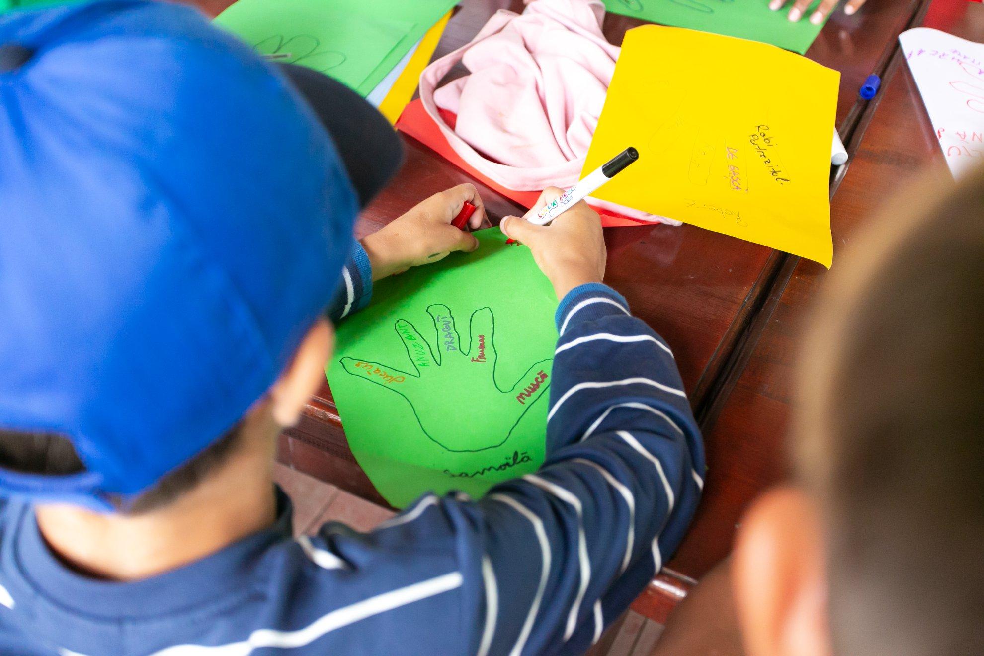 Ajungem Mari caută sibieni care să-și petreacă timpul cu copiii din centrele de plasament