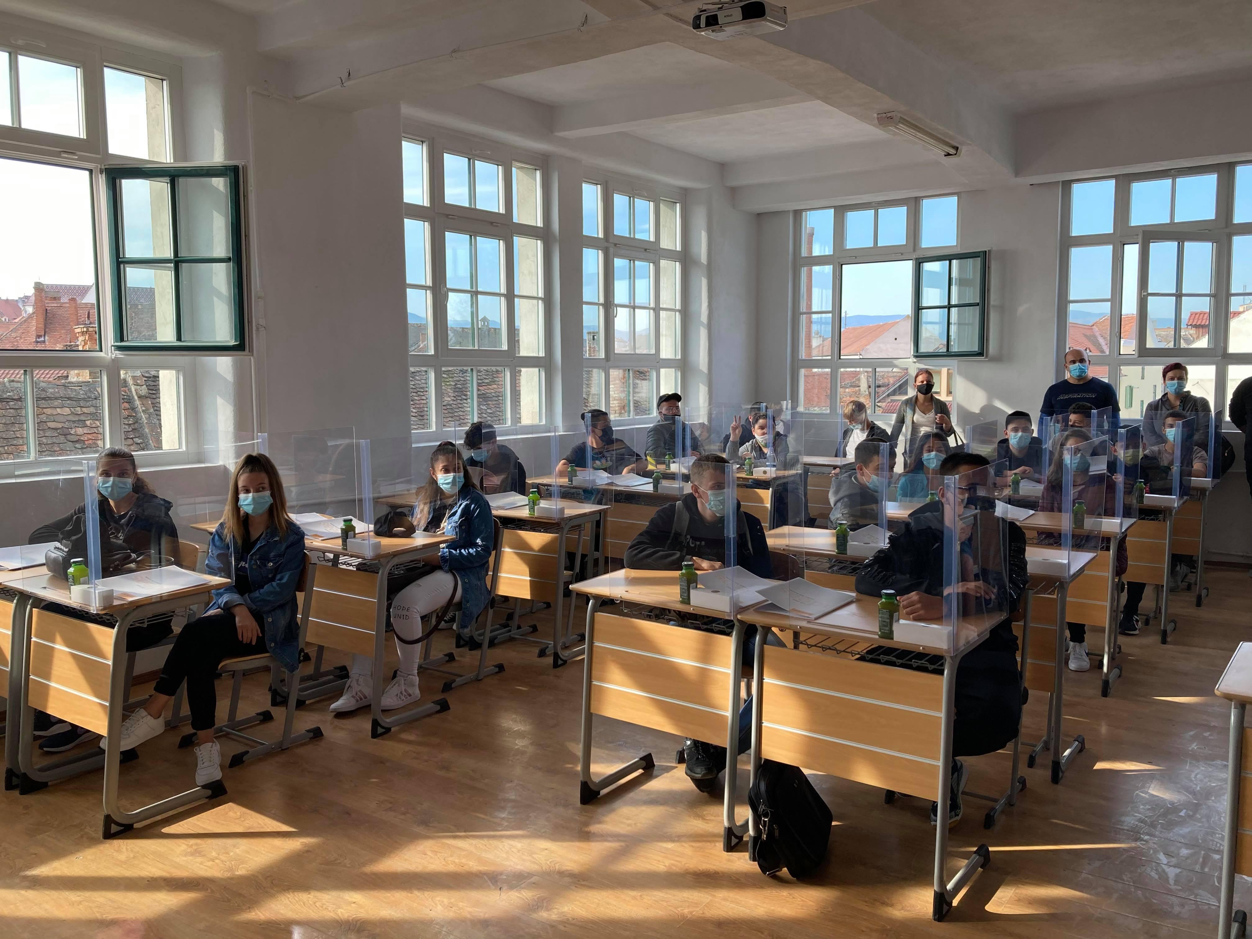 Școala din Sibiu unde elevii sunt plătiți să învețe bine, apoi au loc de muncă asigurat