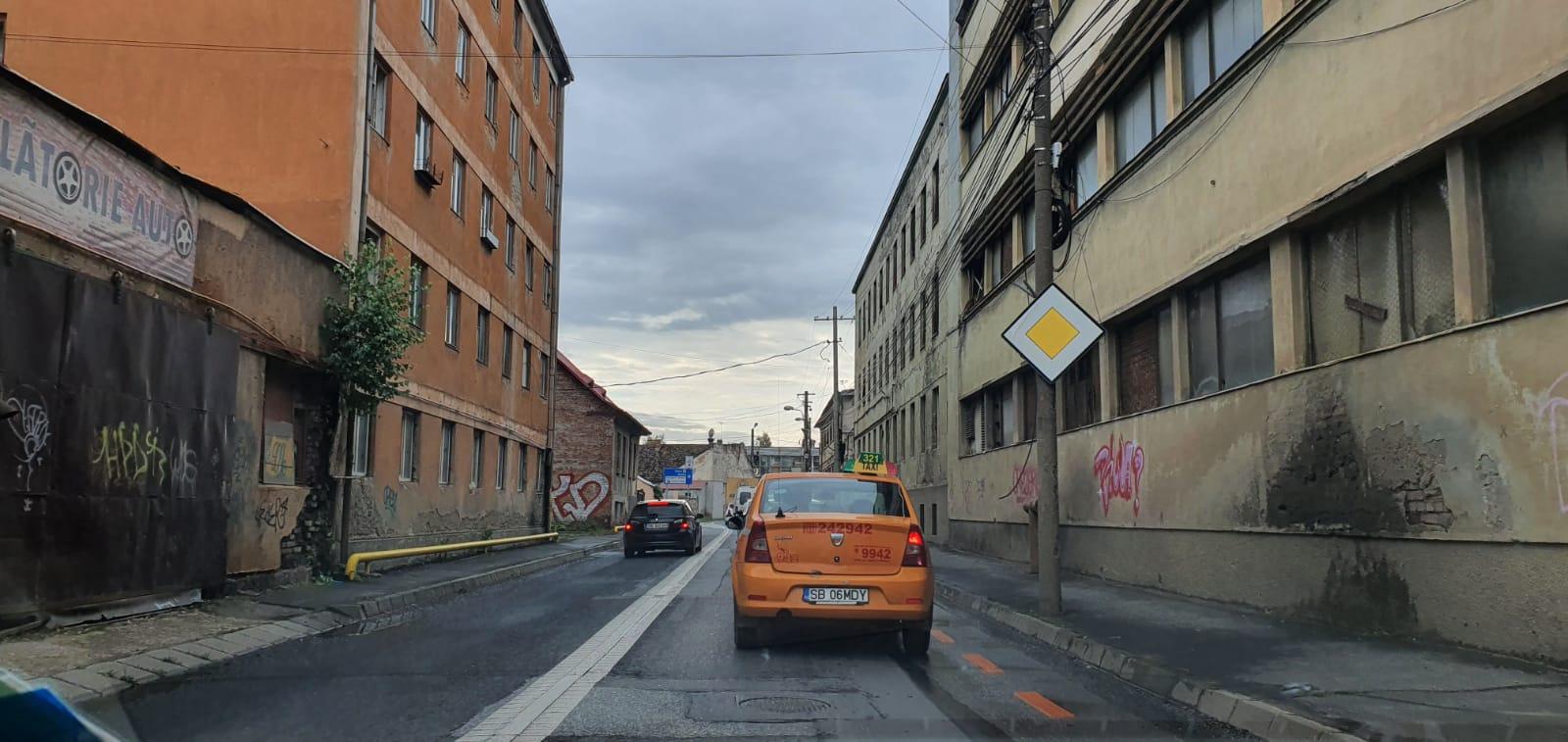 O nouă stradă din Sibiu intens circulată intră în reparații