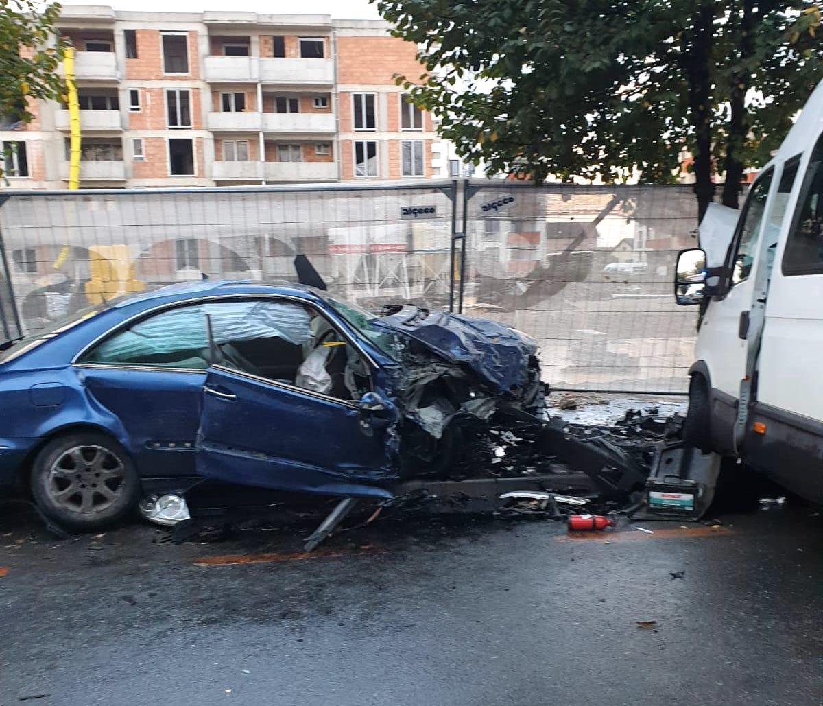 FOTO Fără permis: trei mașini implicate într-un grav accident produs pe Calea Gușteriței