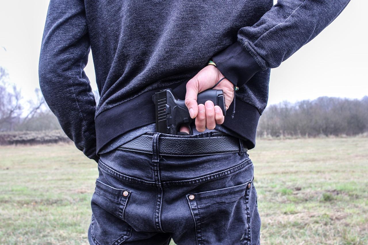Închisoare cu suspendare pentru sibianul care a intrat cu un pistol în Liceul Gustav Gundisch din Cisnădie