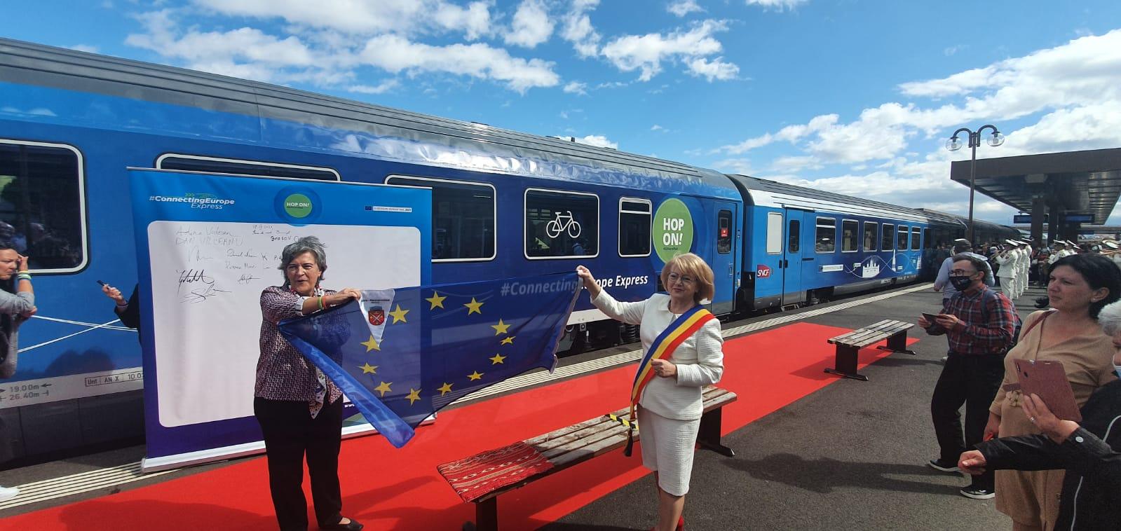 FOTO-VIDEO Trenul care unește Europa primit cu pâine și pălincă în Sibiu