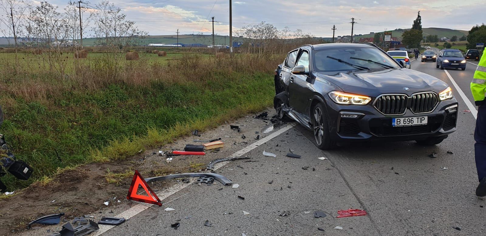 FOTO Accident în Șura Mare. Șoferul care a provocat tamponarea a fugit