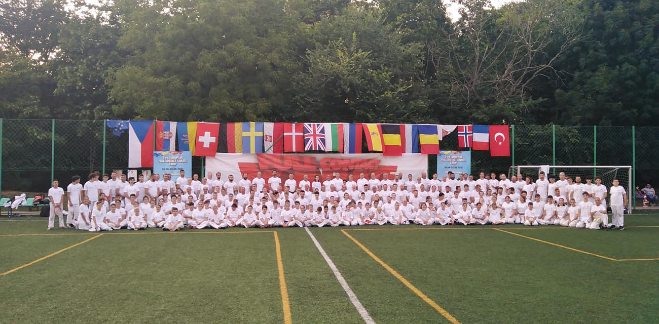 250 de sportivi la campul de karate kyokushin