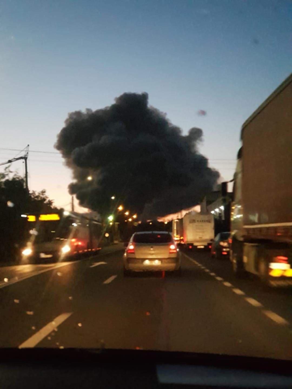 Incendiu de proporții în Parcul industrial din Cluj-Napoca. Oamenii, sfătuiți să stea în case