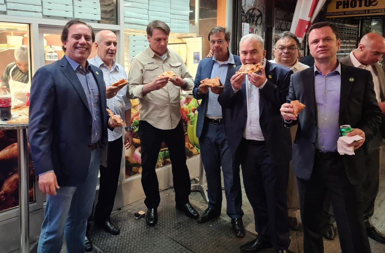 Imagine virală. Pentru că nu este vaccinat, preşedintele brazilian este nevoit să mănânce pe stradă la New York