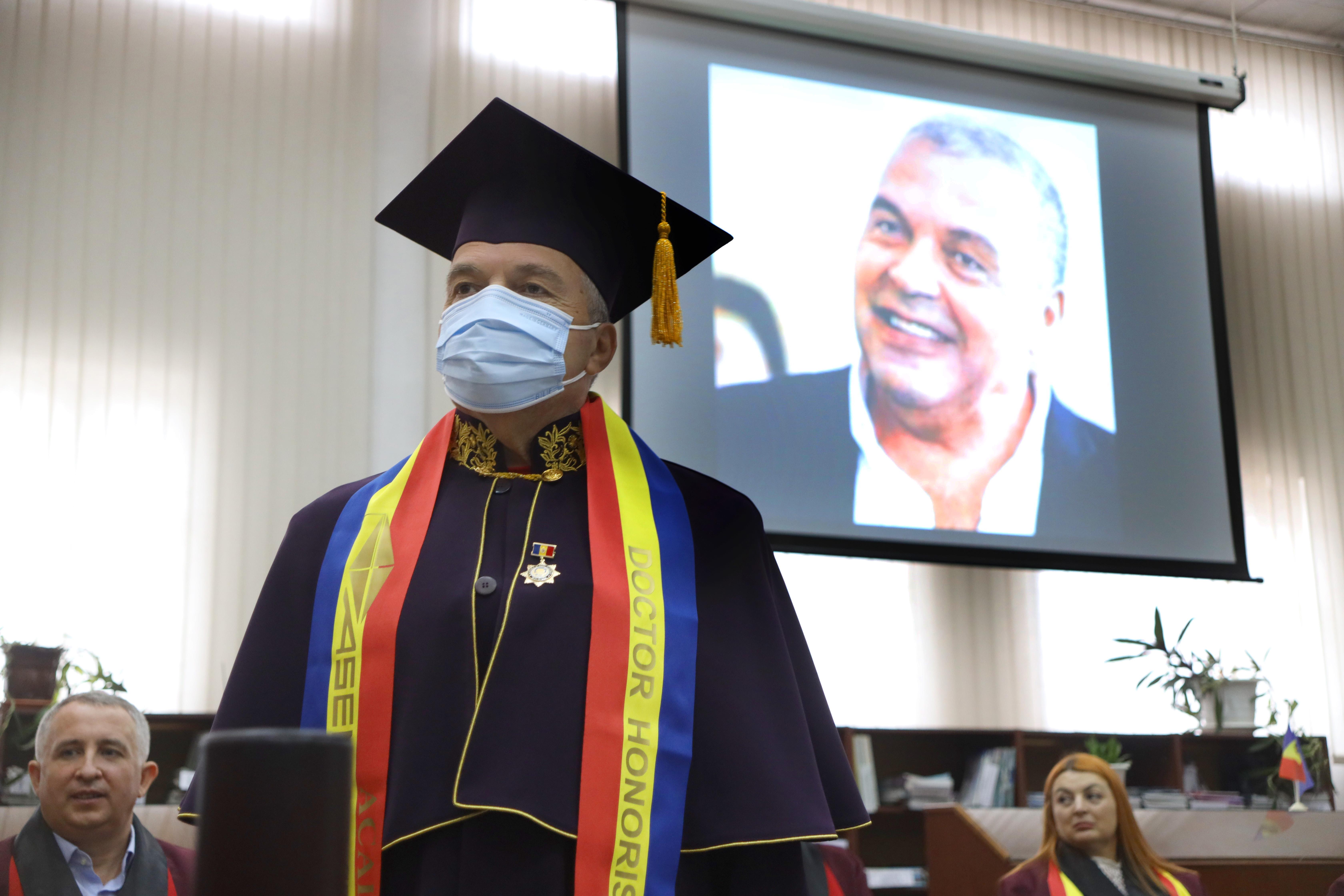 """Constantin Chiriac a primit titlul de doctor honoris causa al Academiei de Științe Economice din Moldova. """"Pentru contribuția în domeniul cultural, artistic, educațional și al cercetării"""""""